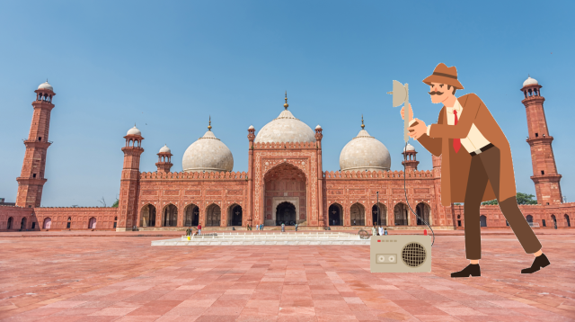 spy stands in front of badshahi-mosque-lahore-pakistan